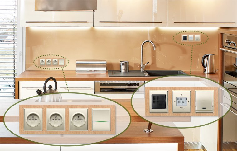 4násobný a 3násobný rámeček osazen zásuvkami, vypínačem s doutnavkou, reproduktorem, FM rádiem i dockovací stanicí, Time® Arbo